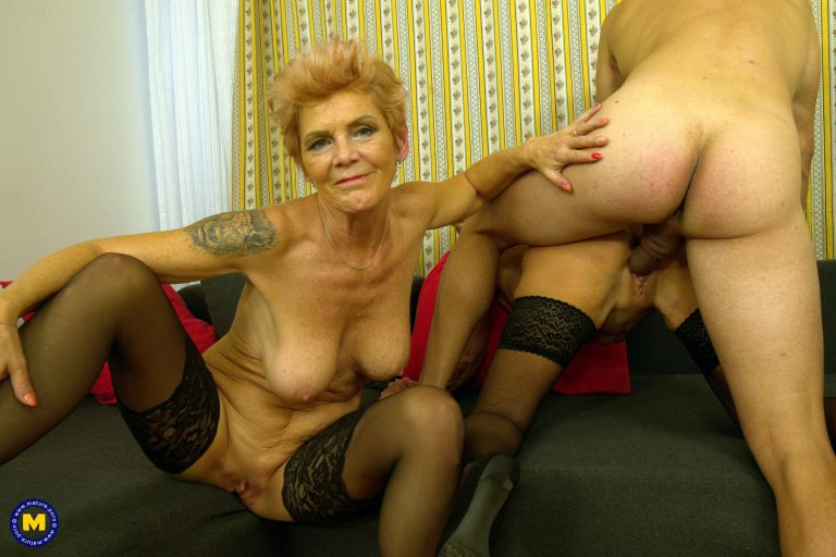 2 mature sisters share their first cock in 10 years!
